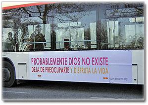 Dios, centro del debate. Bus ateo