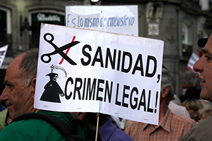 pancarta: Sanidad, crimen legal!